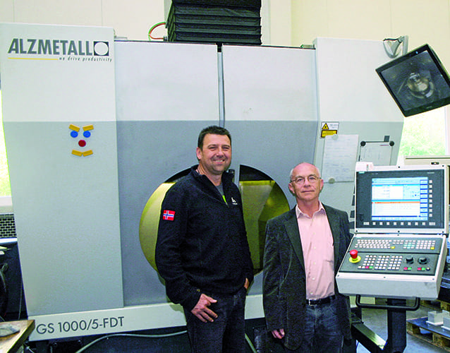 MCE Maschinen- und Apparatebau GmbH CEO Gottfried Langthaler (right) and Buz Bozner, head of the Alzmetall Technology Center, agree: The efficiency of the Sinumerik 840D sl makes an important contribution to enabling simultaneous milling and turning in every position with the GS 1000/5-FTD.