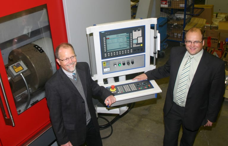 "Hamuel CEO Dr. Markus Stanik (right) and his sales manager Jochen Schaede agree: ""The Sinumerik 840D sl CNC complements perfectly the capabilities of our five-axis turning-milling centers in the HSTM Series.  Because of this fact, we can usually convince leading turbine manufacturers from the aerospace and automotive industries about the dynamics, high-performance and precision of these machines."""