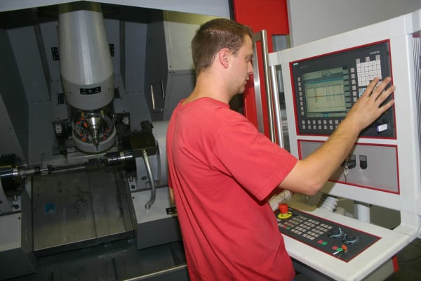 Despite being a high-end controller that offers many modern features, the Sinumerik 840D sl CNC is easy-to-use.